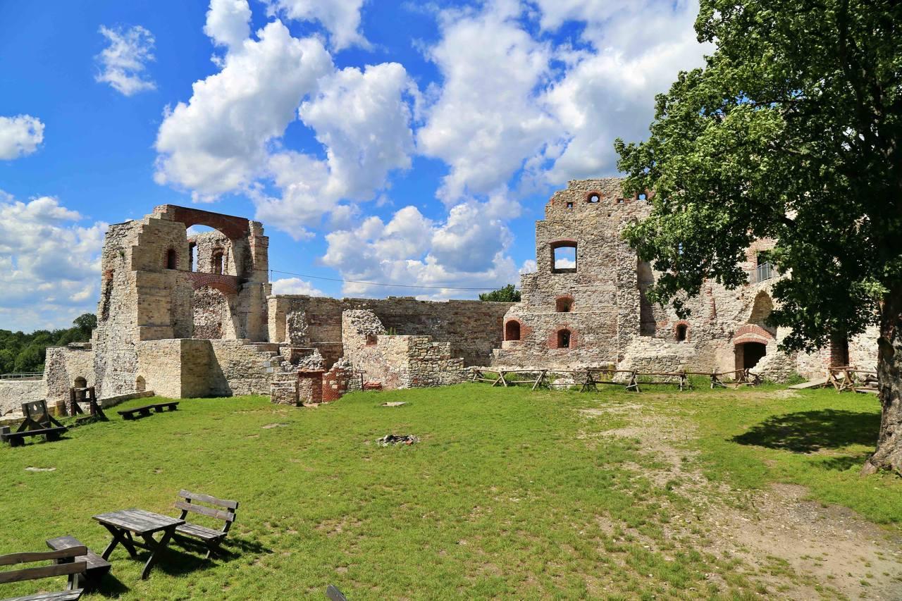 Zamek Tenczyn w Rudnie - dziedziniec